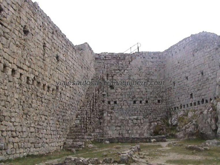 interior devastado fortaleza Montségur