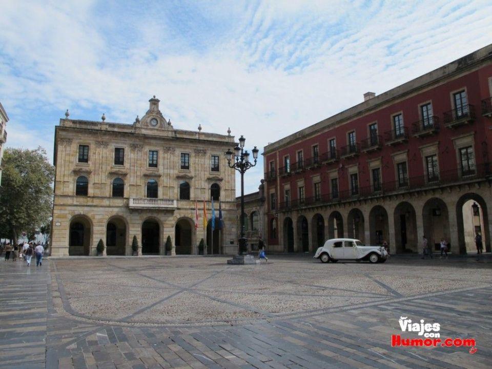 Plaza Mayor y ayuntamiento de gijon