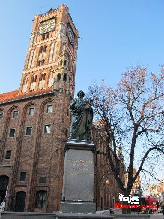 nicolas copernico plaza del ayuntamiento torun polonia