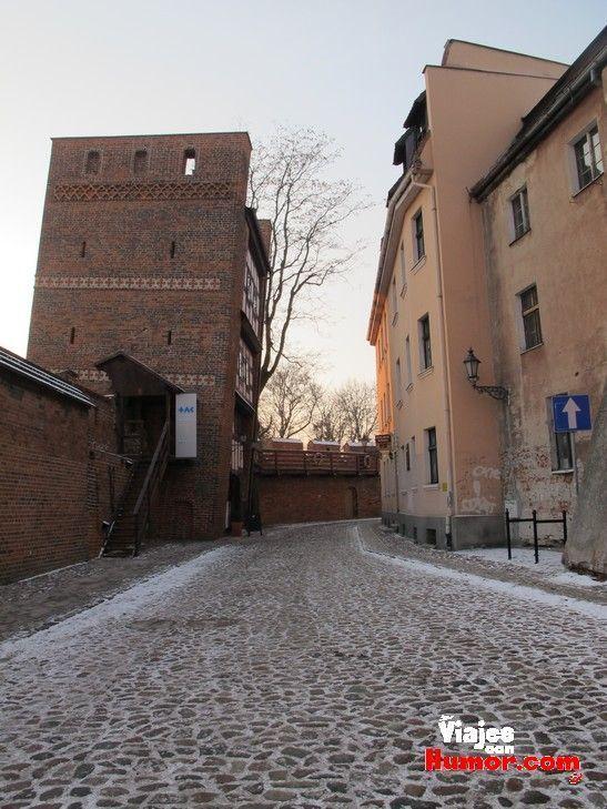 torre inclinada de torun polonia