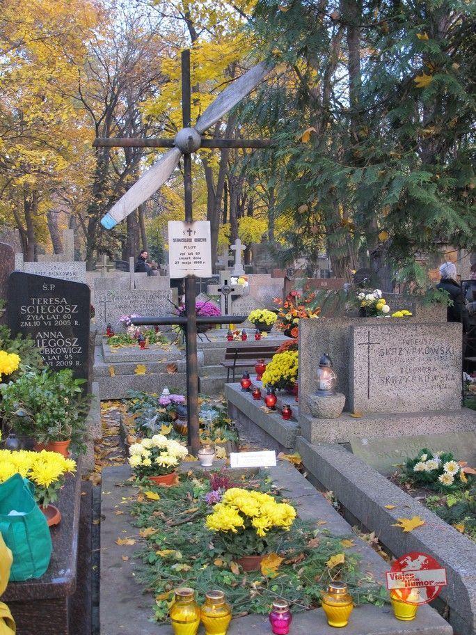 tumba piloto cementerio powazki