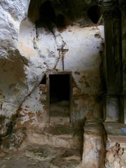 ermita-socueva-viajes-inusuales-puerta-cueva