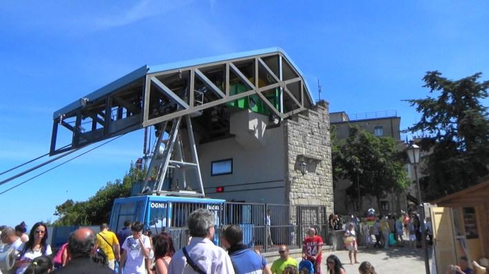 Teleférico en la cima del monte Titano. San Marino (San Marino)
