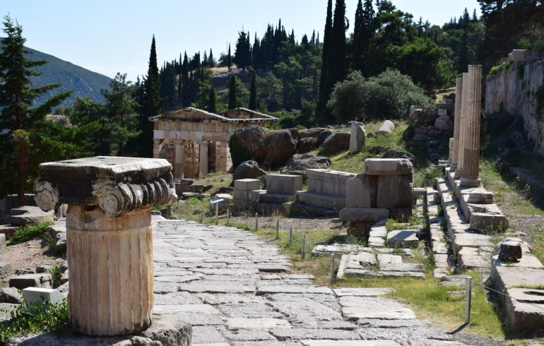 Via Sacra. Delfos (Grecia)