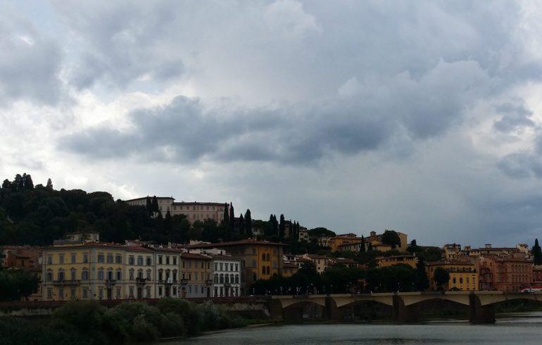 Vistas del río Arno y del barrio de Oltrarno. Florencia (Italia)
