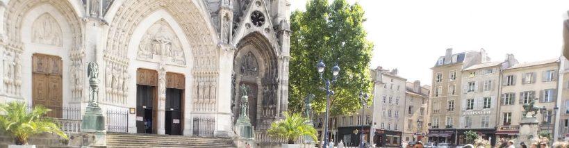 Fachada de la Basilique Epvre y al fondo comienzo de Vieille Ville. Nancy (Francia)