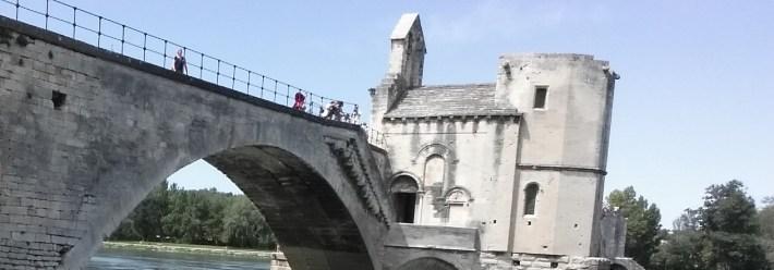 Vistas de la capilla y el Pont St. Benézet. Avignon (Francia)