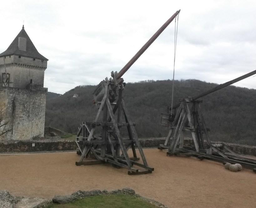 Máquinas de guerra en el castillo de Castelnaud La Chapelle (Francia)