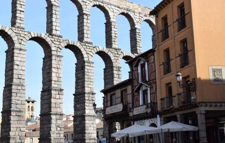 Casa Cándido. Detrás el Acueducto Romano. Segovia (España)