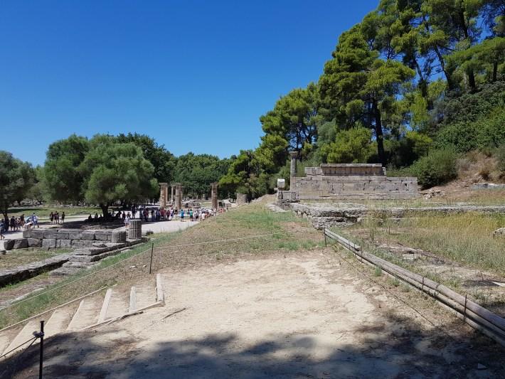 Metroon y arriba a la derecha Los tesoros (The treasures). Olimpia (Grecia)