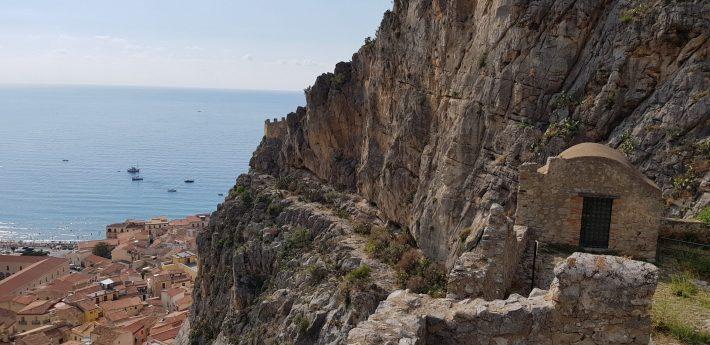 Murallas, La Roca, Cefalú, Sicilia (Italia)