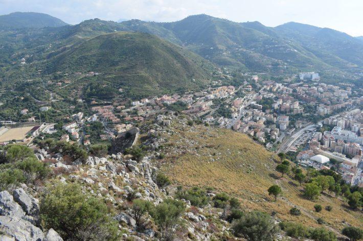 Vistas desde lo más alto de La Roca, Cefalú, Sicilia (Italia)