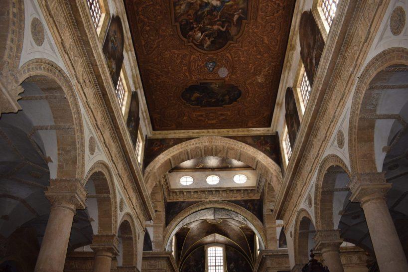 Interior de la Catedral de Santa Ágata, Gallipoli, Puglia (Italia)