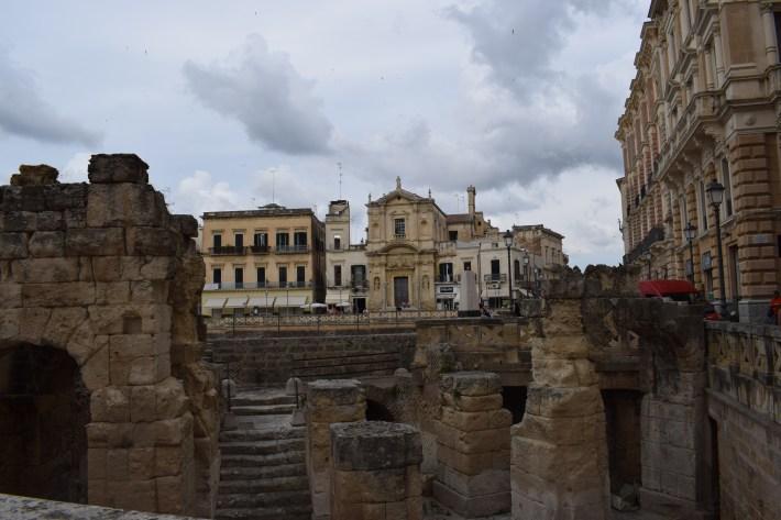 Piazza y al fondo la Chiesa Santa Maria della Grazia. Lecce, Puglia (Italia)