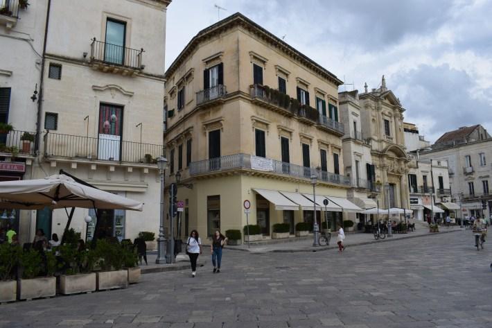 Piazza y al fondo la Chiesa Santa Maria della Grazia. Lecce , Puglia (Italia)