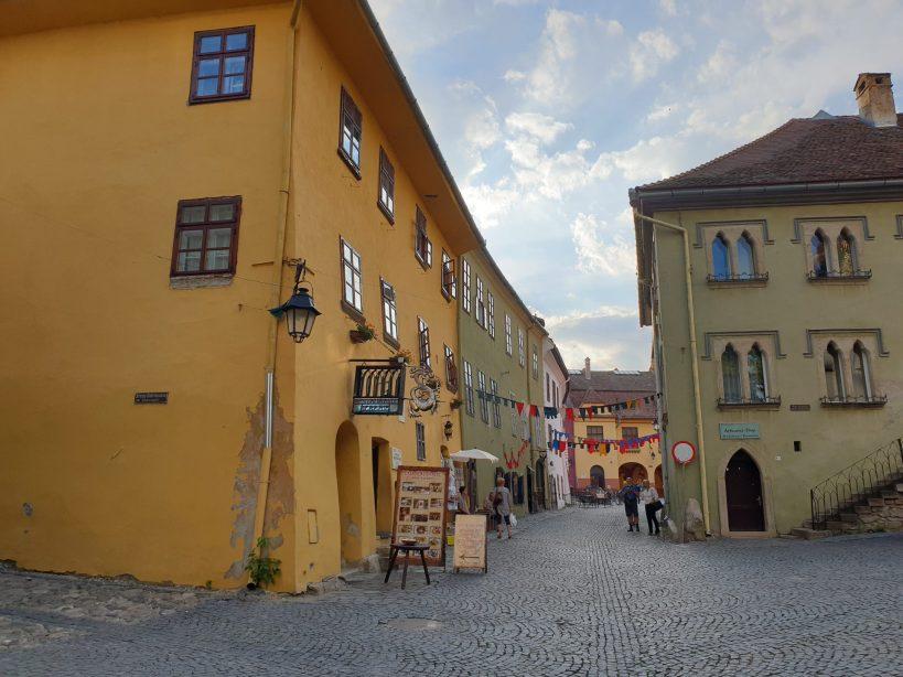 Camino hacia la Plaza Pietati, Sighisoara (Rumanía)