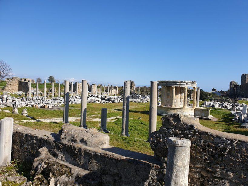 Ágora y Templo de Tiqué, Side (Turquía)