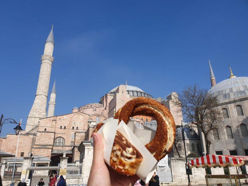 Cogiendo fuerzas para nuestra visita de la maravillosa Basílica Santa Sofía, Estambul (Turquía)