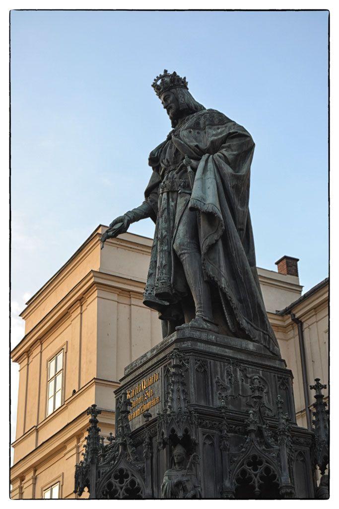 Estatua de Carlos Praga