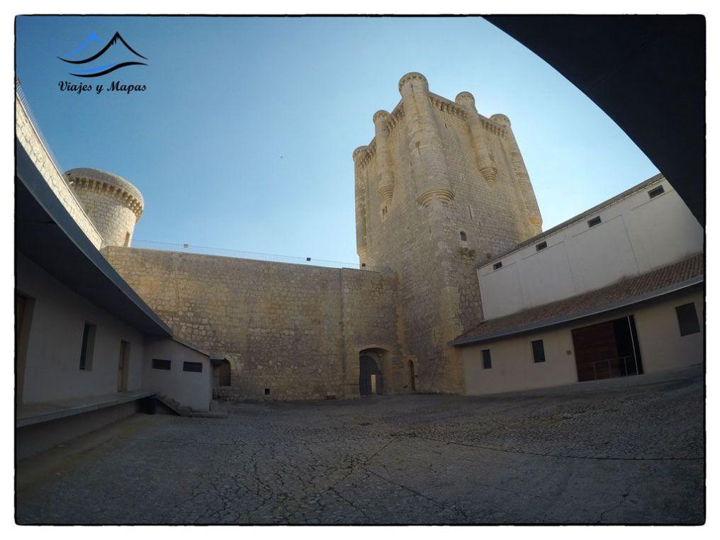 patio-del-castillo-de-Torrelobatón
