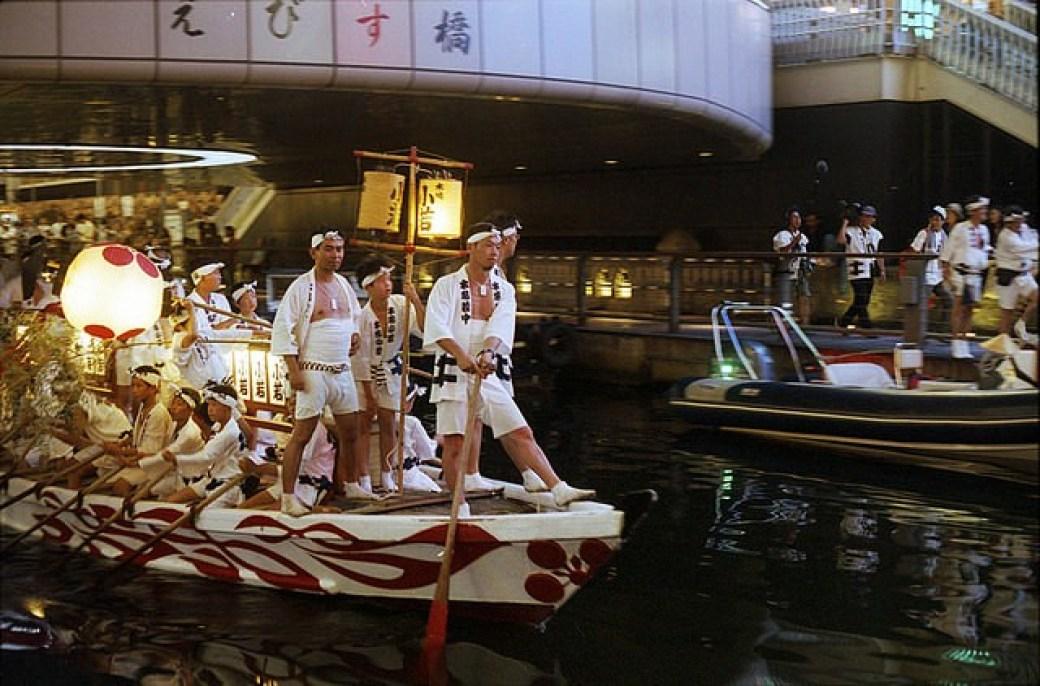 sitios-que-no-te-puedes-perder-en-japon-tenjin-matsuri