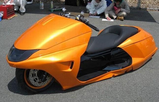 Habría que ver este scooter tumbando en la Cruz Verde