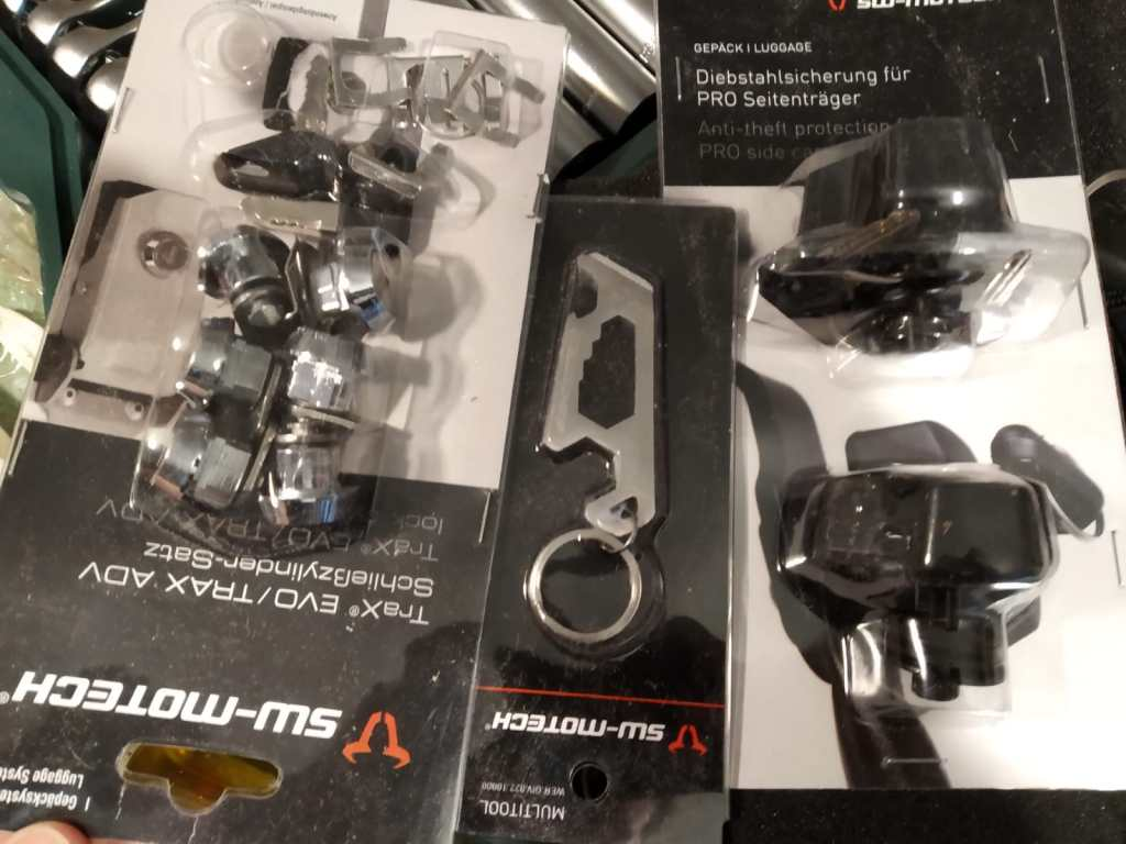 tornillería de las maletas de aluminio para moto