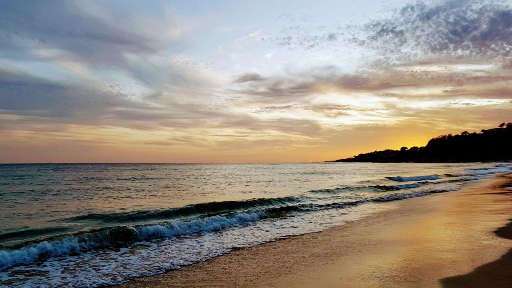 Portugalin katukuva. Falesian ranta karanteenin aikana, Albufeira.