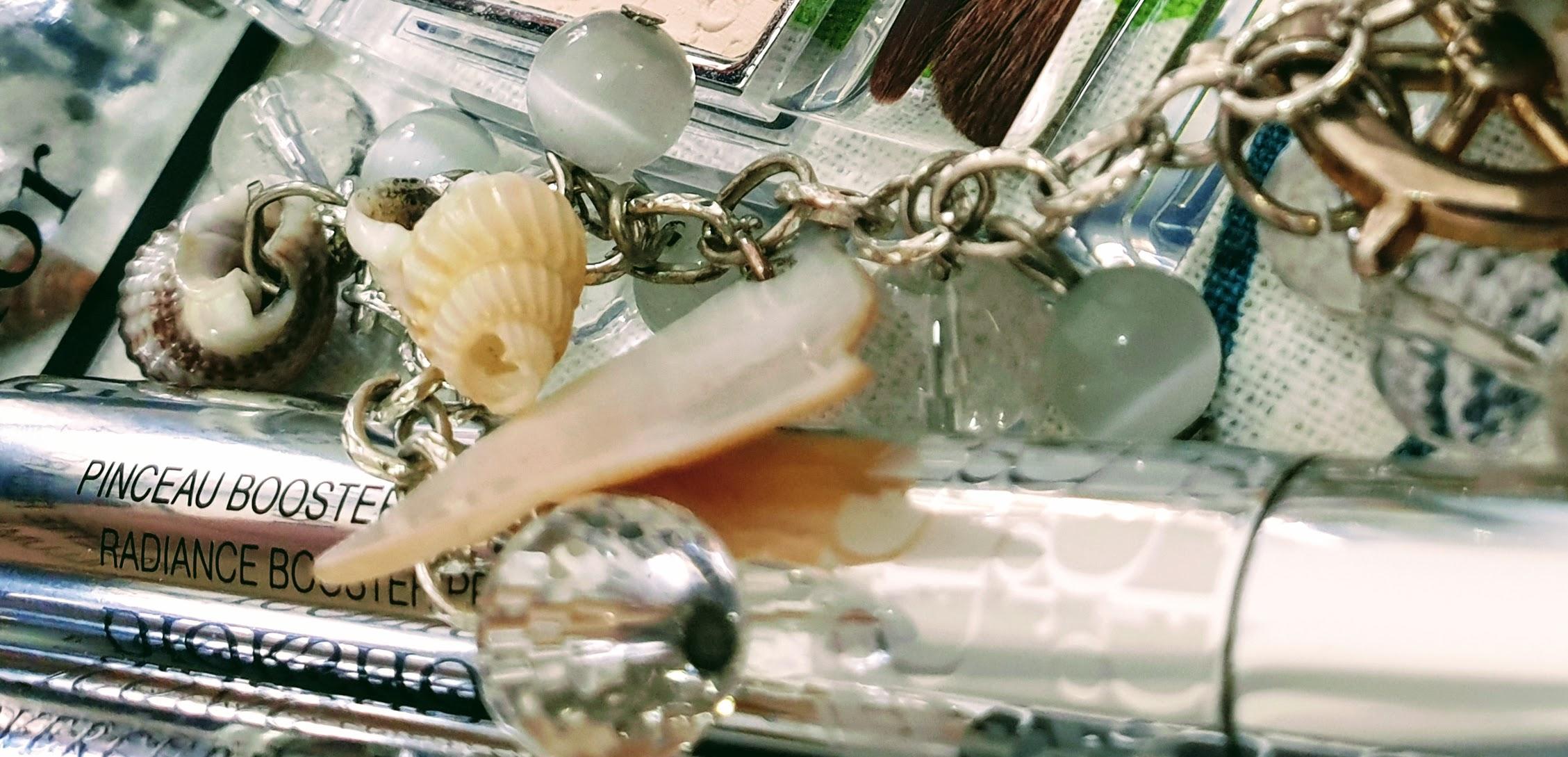 kosmetiikan suosikkilistani Dior Flash Luminizer kuvitus