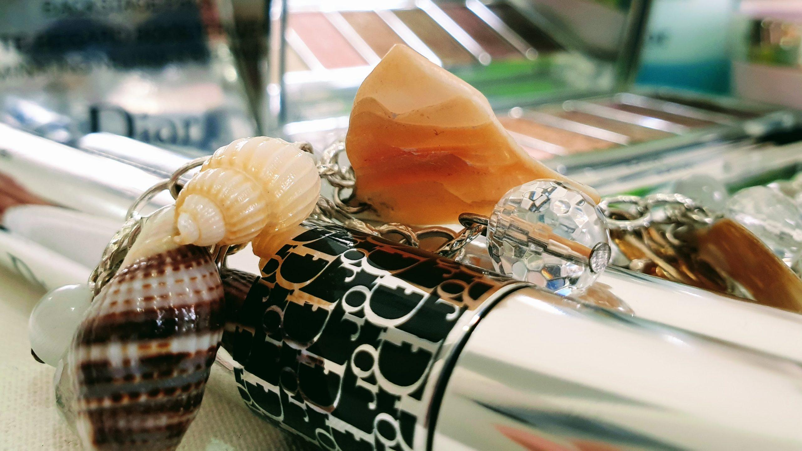 kosmetiikan suosikkilistani Dior Flash Overcurl kuvitus