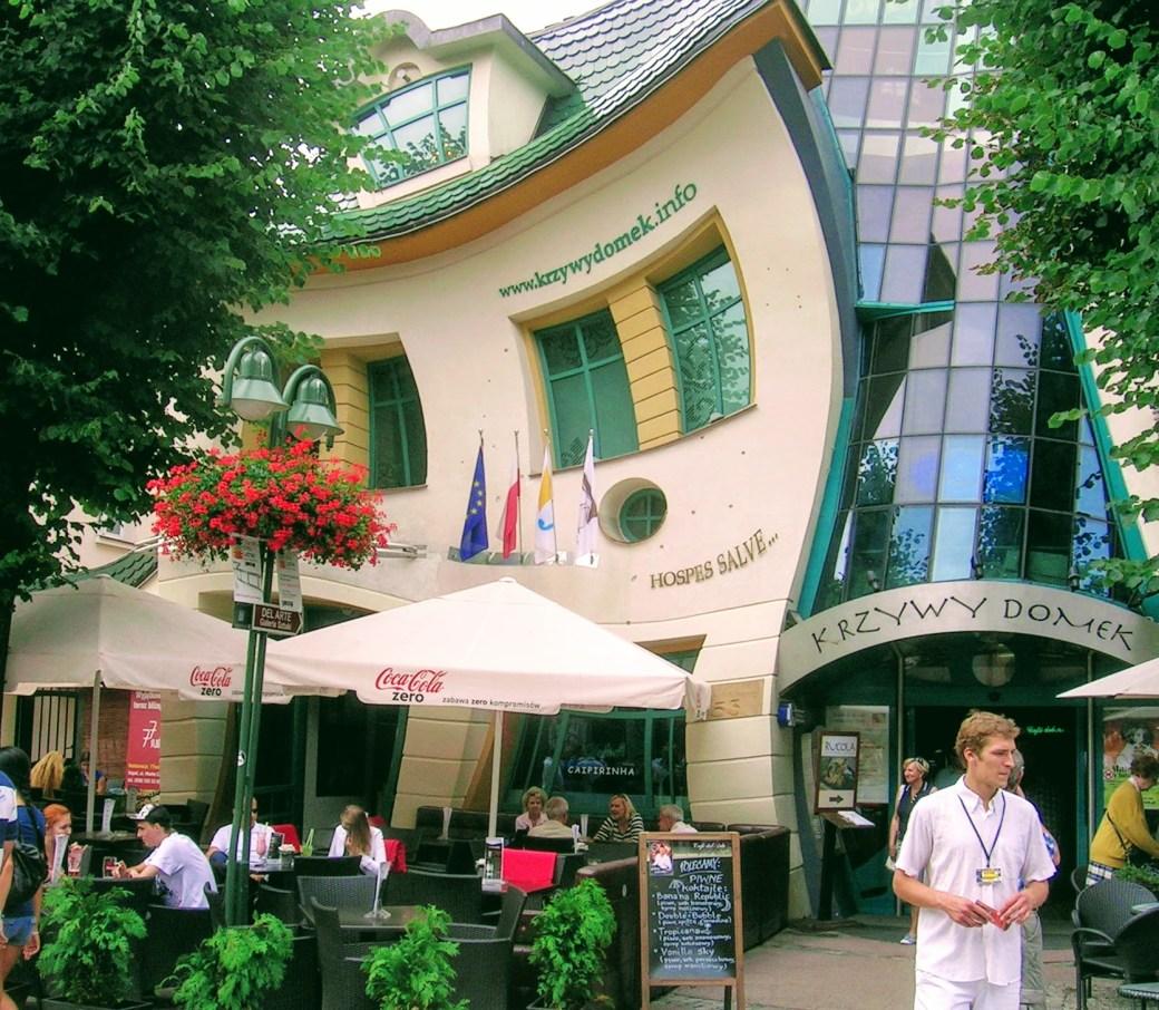 Käyn taloksi - diginomadi asumisesta, Krzywy Domek, Sopot, Puola