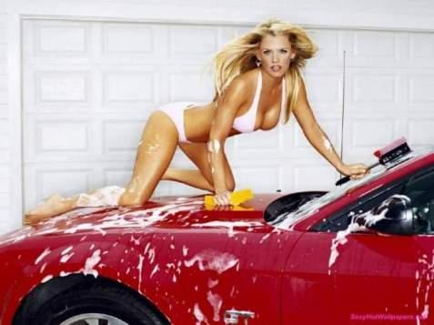 jenny_mccarthy_washing_a_car-800x600