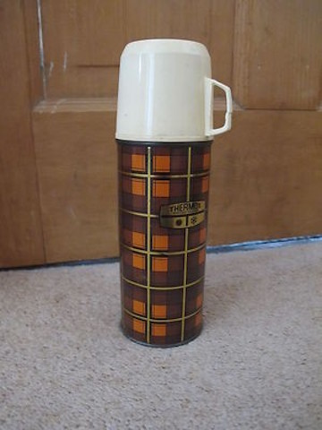 retro-thermos-flask-genuine-thermos_360_82198c33ae3c1a26510b1515945a6628