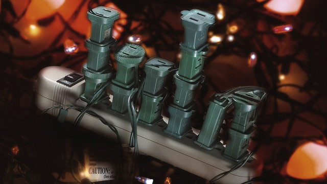 Evite apilar conexiones eléctricas. (Foto: Lifehacker)
