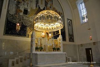 Altar major, baldaquí i mosaïcs