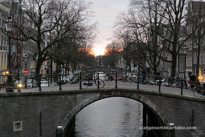 Posta de sol als canals d'Amsterdam