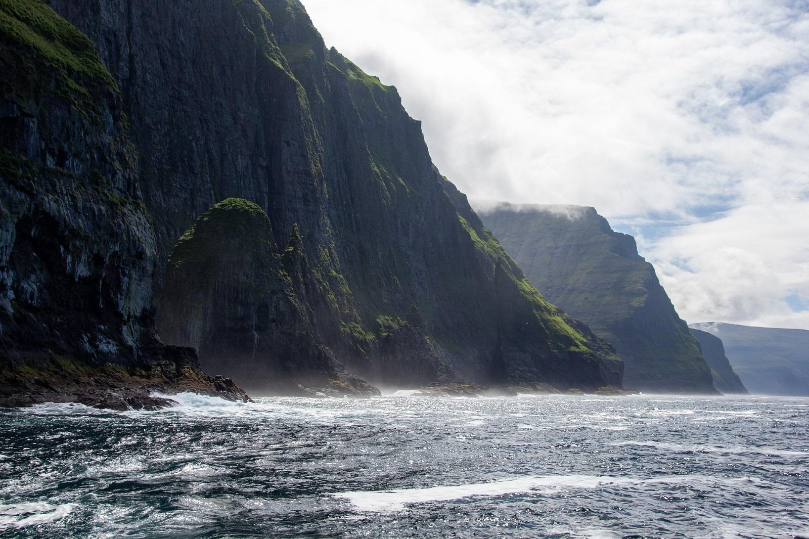 feroe-cliffs