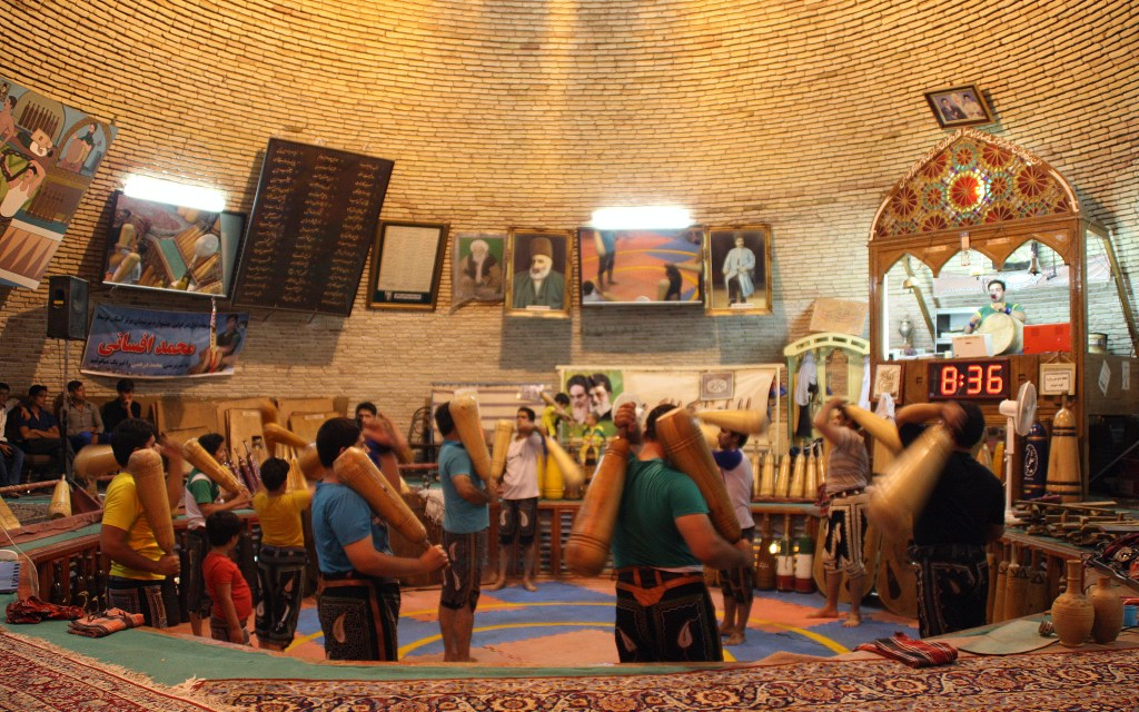 2016-07-24-espectacle-de-zhurkhane-a-yazd