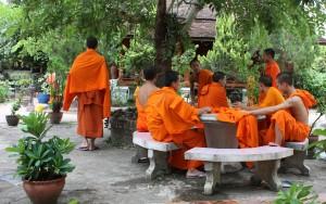 2009-08-23 (monjos Luang Prabang 2)