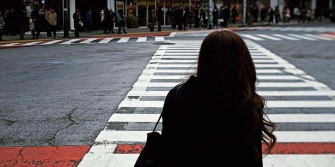 Zero moment of truth Vrouw bij zebrapad