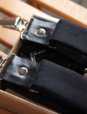 Подтяжки для брюк и галстук-бабочка