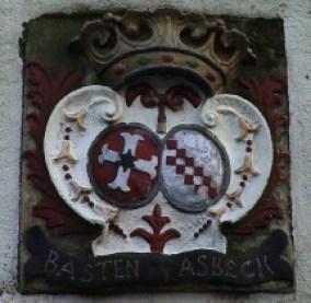 Wapensteen met het alliantie wapen van Hendrick van Basten, gehuwd met Margaretha van Asbeck,