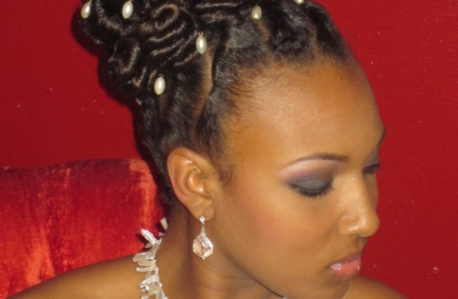 natural-wedding-updo-hairstyles-with-multi-pearls-hair-pins