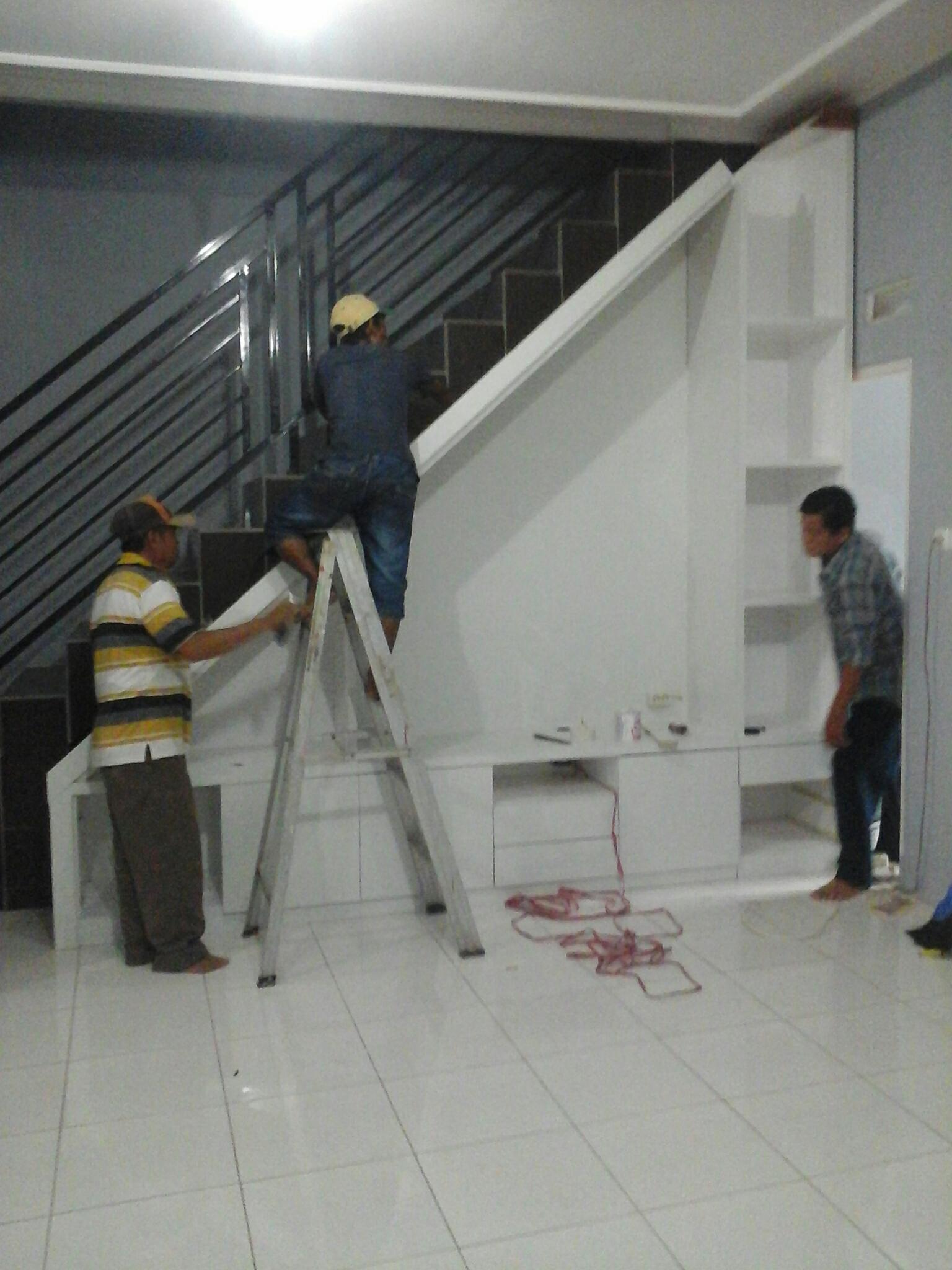 Pemasangan lemari bawah tangga  VICC FURNITURE INTERIOR