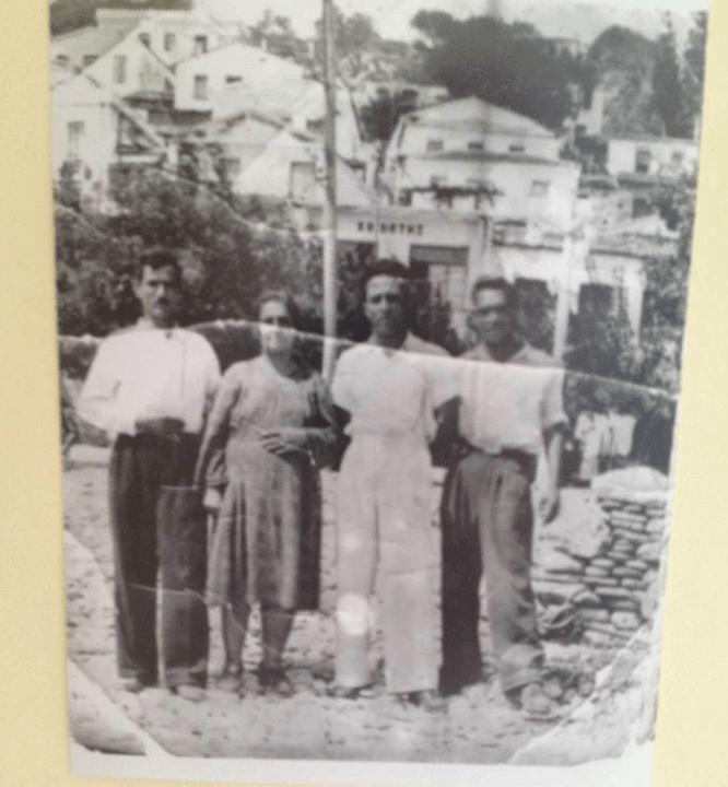 Χιλιάδες αριστεροί στάλθηκαν εξόριστοι κατά την περίοδο 1938 - 1954 και πολλά χωριά, όπως οι Ράχες, το Γυαλισκάρι, ο Αρμενιστής και ο Νας, φιλοξένησαν πολιτικούς κρατουμένους. Οι πολιτικοί εξόριστοι γνώρισαν τη φιλοξενία και τη ζεστασιά του ικαριώτικου λαού.