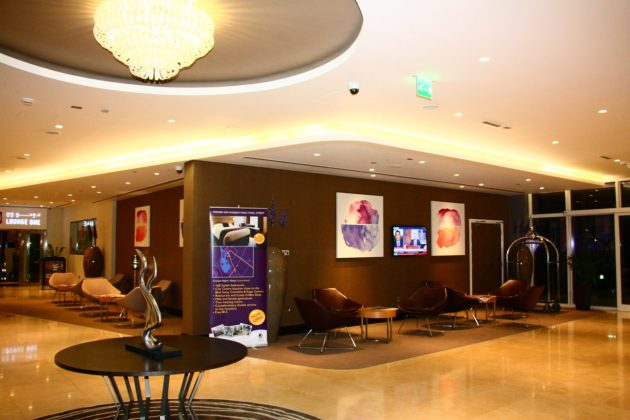 Lobby do Premier Inn Abu Dhabi International Airport