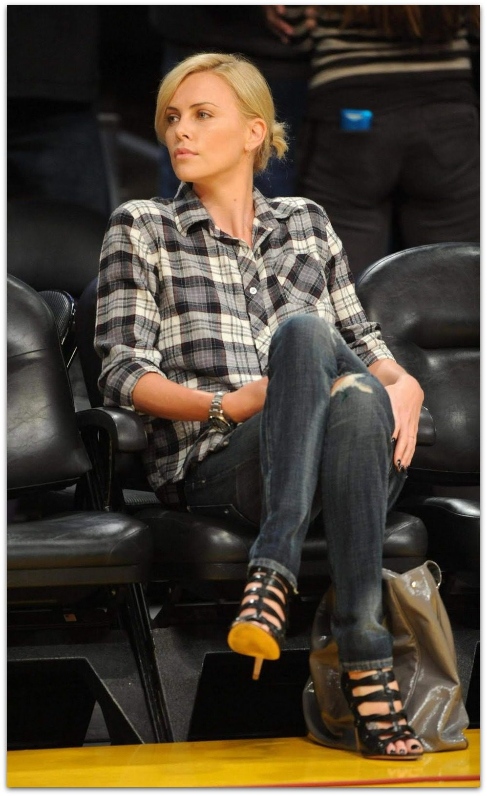Charlize Theron Wears Jeans Well Vicki Archer