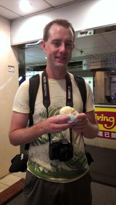 Hong Kong Street Food: Steamed Meat Bun