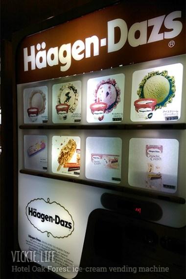 Hotel Oak Forest: Haagen Dazs Ice Cream Vending Machine