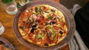 La Pizza, Cairns: Supreme Pizza (medium; no pineapple)